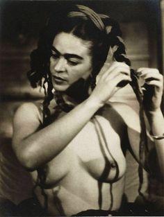 Frida Kahlo de Rivera (born Magdalena Carmen Frieda Kahlo y Calderón; 1907~1954) Mexican Girls, Erotica, Frida Kahlo