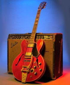 Gibson 335 One day when I've got about 2 grand I'll have me one of these!