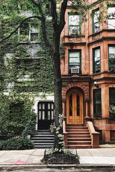 The beautiful and historic architecture of New York City. Which side do you lik… The beautiful and historic architecture of New York City. 🗽 Which side do you like better, left or right? City Aesthetic, Travel Aesthetic, Nature Aesthetic, Future House, My House, Beauty Dish, Photographie New York, Beautiful Homes, Beautiful Places