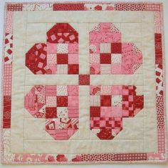 Sewing Quilts Stitching With 2 Strings: Tutorial: A Quick Valentine Table Topper Colchas Quilting, Quilting Projects, Quilting Designs, Sewing Projects, Wood Projects, Nine Patch, Heart Quilt Pattern, Quilt Block Patterns, Quilt Blocks