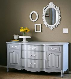 and there is that beautiful frame i love! look at the striped dresser? it's insanely beautiful. cream and black? oh my.