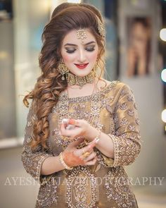 weddingphotography New Photos pakistani Bridal Makeup Concepts Bridal makeup<br> Pakistani Wedding Hairstyles, Pakistani Bridal Makeup, Bridal Mehndi Dresses, Pakistani Wedding Outfits, Bridal Outfits, Bride Hairstyles, Indian Bridal Photos, Bridal Photoshoot, Wedding Dresses For Girls