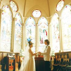 キャメロットヒルズ(Camelot Hills)|結婚式場写真「明るい陽射しが差し込むアンティーク調のチャペルで叶うアットホームウェディング。 」 【みんなのウェディング】