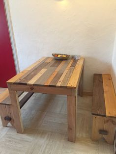 #Breakfast, #Kitchen, #Lunch, #PalletBench, #PalletTable, #RecyclingWoodPallets Here is the table I made with benches. I assembled for reinforcement beams recovered from plasterboards pallets. For the tray, I only used boards from EURO pallets. I sanded a lot, then re-stain the boards individually (5 different colors). Same tre