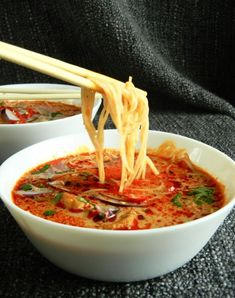 Thai Red Curry, A Table, Food And Drink, Soup, Ethnic Recipes, Vietnam, Asia, Recipes, Kitchens