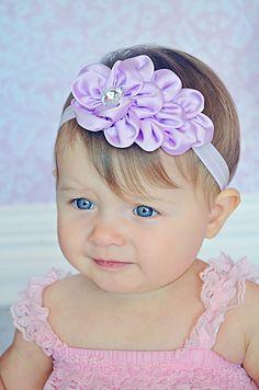 Cascade De Satin Headband in Lavendar Cloth Flowers, Flowers In Hair, Fabric Flowers, Diy Headband, Baby Headbands, Lace Hair, Hair Bows, Kanzashi Flowers, Boutique Bows