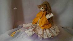 aniołek radości w słonecznych kolorach,sweterek wykonałam na drutach.