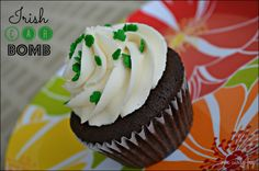 Irish Car Bomb, Mint Cookies n Cream and More! http://onecurlyfryinaboxoftheregular.com/cupcakes/its-march-madness-at-pamcakes/