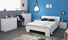Schlafzimmer Hannah Weiß I 5tlg. Die Möbelserie Hannah ist die moderne Antwort auf angestaubte Schlafzimmereinrichtungen. Mit grifflosen Hochglanz - Fronten in Weiß oder Schwarz setzt es ein...