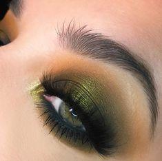 Green eye look using Melt Cosmetics Gemini Palette Green Eyeshadow Look, Makeup For Green Eyes, Eyeshadow Looks, Eyeshadow Makeup, Makeup Brushes, Blush Makeup, Cosmetic Brushes, Liquid Eyeshadow, Beauty Makeup