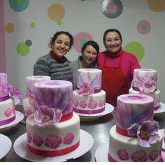 @labstencilchile @ crespotting en la clase de aerografía aplicada a tortas!!