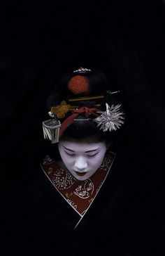 Maiko 舞妓   ღ♥Please feel free to repin ♥ღ✜ www.funlaptops.com