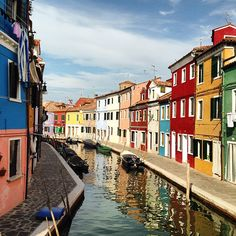 Bright afternoon in Burano, Italy. Photo courtesy of jpeiriera7777 on Instagram.