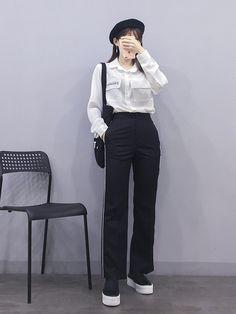 - in 2020 Korean Girl Fashion, Korean Fashion Trends, Korean Street Fashion, Ulzzang Fashion, Korea Fashion, Asian Fashion, Kpop Fashion Outfits, Korean Outfits, Casual Outfits