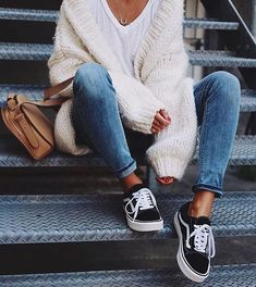 Pair blue jeans, a neutral sweater, a white tee and sneakers and you are good to go in a casual but fashionable outfit #casualwinteroutfit #teesandjeansoutfit