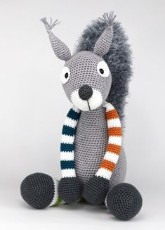 Squirrel Max is crochet with cotton and a mm crochet hook and is about 40 cm tall. ​ ​This is a basic pattern. Crochet the legs for example with stripes. Just vary and you can make another squirrel each time! Crochet Teddy, Crochet Art, Crochet Animals, Crochet Toys, Amigurumi Toys, Amigurumi Patterns, Softies, Crochet Patterns, Half Double Crochet