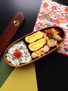 posted from @reycord_2013 お弁当♪鮭とキノコとパプリカのレンジ蒸し、ハチミツの玉子焼き、ウィンナーとコーンのソテー、梅ごま塩ご飯♪ #obentoart #obento #bento #lunch #lunchbox #お弁当 #弁当 #ランチ #曲げわっぱ