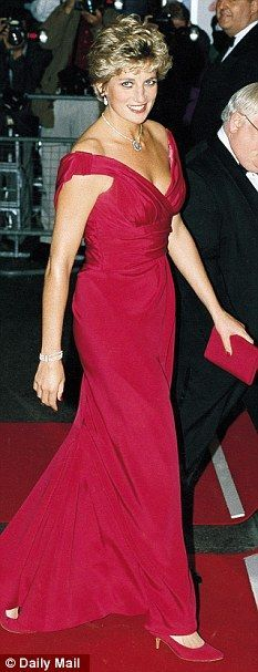 A page dedicated to the timeless and divine Diana, Princess of Wales, and her children William and Henry and their partners. Princess Diana Dresses, Princess Diana Fashion, Princess Diana Family, Royal Princess, Princess Of Wales, Princesa Diana, Princess Diana Death Conspiracy, Lady Diana Spencer, Mode Chic