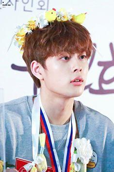 Yoo Seonho, Produce 101, Cube Entertainment, Korean Actors, People, Blood Types, Singers, Bears, Bebe