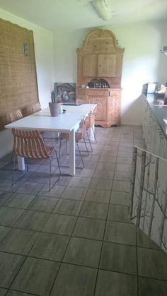 Endelig harmoni på kjøkkenet,alle skap er tapetsert med woods fra Cole and son 3 strøk gulvlakk