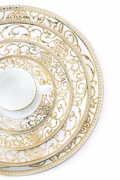White with gold filigree pattern Fine China Dinnerware, Kitchenware, Tableware, China Tea Sets, Deco Table, Home And Deco, Dinner Sets, China Patterns, Terracotta