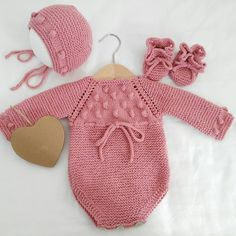 Ideas Knitting Patterns For Beginner Baby - Diy Crafts - Qoster Knitted Baby Clothes, Baby Hats Knitting, Baby Knitting Patterns, Diy Crafts Knitting, Knitted Dolls, Baby Sweaters, Girl Doll Clothes, Crochet Baby, New Baby Products