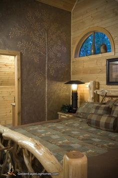 Dom z bali Golden Eagle Log und Timber Homes: Fotogalerie Are Black Molds Toxic? Faux Walls, Textured Walls, Upstairs Bedroom, Bedroom Wall, Master Bedroom, Log Cabin Homes, Log Cabins, Timber House, Interior Trim