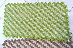 Feito em barbante totalmente manual, pode ser confecionado em outras medidas.          Pode ser feito na cor que desejar - tempo de produção 10 dias