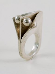 Sterling modernist ring in the style of Pekka Piekainen