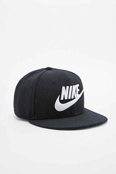 Nike Snapback Cap in Black - Urban Outfitters