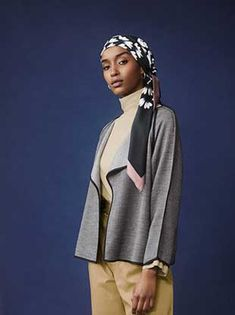 Hana Tajima's Newest Inclusive Collection for Uniqlo Just Dropped Abaya Fashion, Muslim Fashion, Modest Fashion, Modest Clothing, Modest Outfits, Head Scarfs, Scarves, Hijab Collection, Ethnic Looks