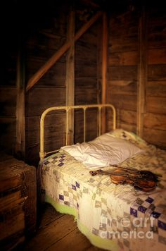 love vintage cabins with quilts