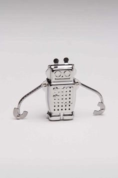 Robot Tea Infuser / Kikkerland. This would be so awesome to have!
