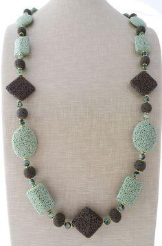 Collana lunga con giada verde e pietra lavica, gioielli creati a mano, bijoux
