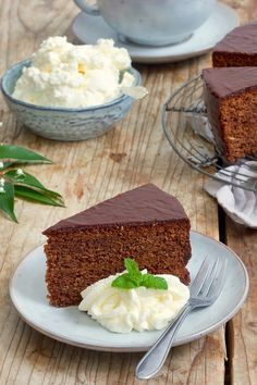rezept einfach Sacher cake recipe - Simple recipe for a juicy Sacher cake. The Sacher Cake is one of the most famous Viennese culinary specialties. Sacher Cake Recipe, Pastel Sacher, Cake Recept, Best Chocolate Cake, Food Cakes, World Recipes, Quick Recipes, Bakery, Food And Drink
