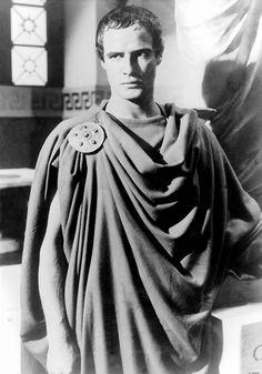 Marlon Brando in una scena del film Giulio Cesare (Julius Caesar, 1953)