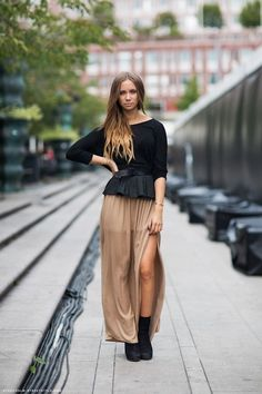 Lisa Olsen in a black top and belt, Zara satin brown skirt and black boots. Look Hippie Chic, Hippy Chic, Fall Winter Outfits, Autumn Winter Fashion, Winter Ootd, Daily Fashion, Fashion Tips, Fashion Design, Peplum