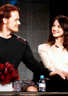 Sam Heughan and Caitriona Balfe being cute together! AGAIN! <-- Can I ship them?