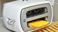 Flip the toaster for an easy grilled cheese - Sandwich Hacks for Lunch - Pictures Perfect Grilled Cheese, Making Grilled Cheese, Grilled Cheese Toaster, Grilled Cheeses, Cool Toasters, Cooking Tips, Cooking Recipes, Lunch Recipes, Best Sandwich