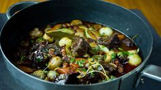 Varmende boeuf bourguignon med deilig tilbehør Kung Pao Chicken, Chili, Soup, Beef, Ethnic Recipes, Recipe, Meat, Chili Powder, Chilis