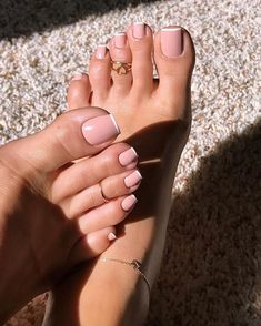 Pink Toe Nail Art Ideas to Copy 20 Are you ready for cute,trendy and chic pink toes nail art? These days, not only fingernails but also toenails are considered as important points of beauty for women.They add more style to our feet… Frensh Nails, Pink Toe Nails, Pretty Toe Nails, Cute Toe Nails, Toe Nail Color, Pink Toes, Pretty Toes, Toe Nail Art, Hair And Nails