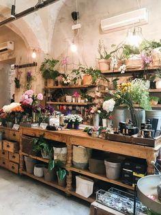 Flower Shop Decor, Flower Shop Design, Florist Shop Interior, Tienda Natural, Flower Shop Interiors, Design Commercial, Flower Studio, Garden Shop, Flower Farm
