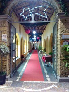 Atmosfera Natalizia nella Galleria dello shopping tra luci, addobbi, musica e Red Carpet post http://t.co/7MFL2XeawM