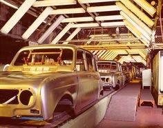pictures of Renault 4 on the assembly line during its long career Inexpensive Cars, Automobile, Diy Grill, Assembly Line, Mini Trucks, Car In The World, Fiat 500, Cars And Motorcycles, Nissan
