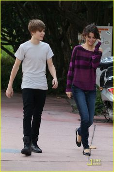 Everything starts from something 😢😢😢😢😢😢 Justin Bieber 2011, Justin Bieber Fotos, Justin Bieber Posters, Justin Bieber Selena Gomez, Justin Bieber And Selena, Justin Bieber Pictures, Selena Gomez Tour, Selena Gomez Photos, Celebrity Look