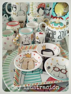 Porcelana pintada a mano Piezas únicas Arte para usar SAY ilustración Homemade Clay, Hand Painted Ceramics, Diy Projects To Try, Surface Design, Whimsical, Stationery, China, Mugs, Tableware