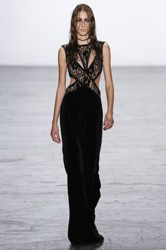 See the complete Tadashi Shoji Fall 2016 Ready-to-Wear collection.