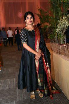 Salwar Designs, Kurti Neck Designs, Dress Neck Designs, Kurta Designs Women, Kurti Designs Party Wear, Indian Gowns Dresses, Indian Outfits, Long Gown Dress, Frock Dress