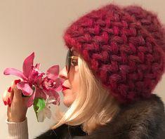 Теплая и уютная шапка крючком: узор колоски из пышных столбиков…