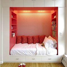 Essa é para os quartos pequenos, cama, guarda-roupas, prateleiras, tudo junto no mesmo espaço, a cara de adolescentes! ;)